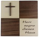 Moderner Haussegen mit Holzkreuz