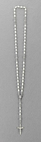 Rosenkranz mit weißen Perlmuttperlen Länge ca. 36 cm, Perlen oval, Ø 4 mm